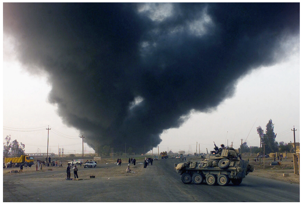 Smoke-from-a-burning-oil-field-rises-into-the-air-toward-Baghdad